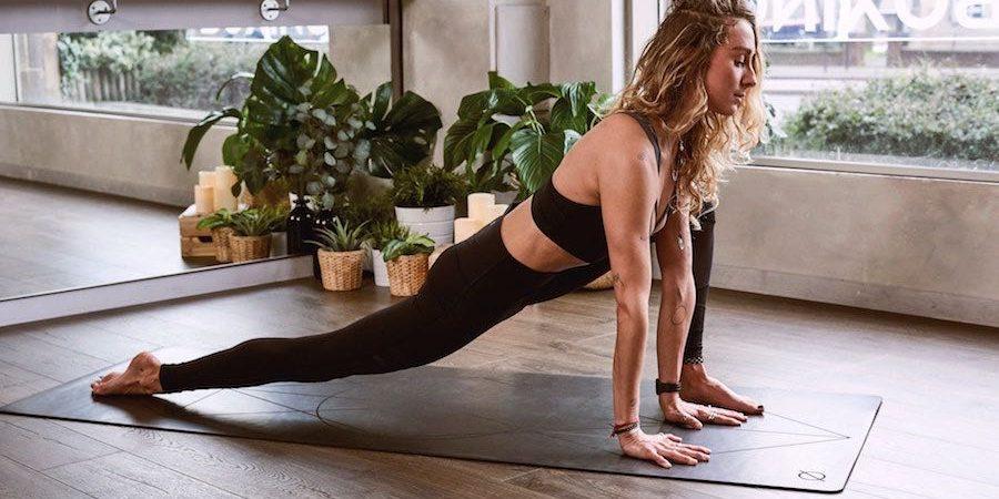 beneficios del yoga para estudiantes universitarios